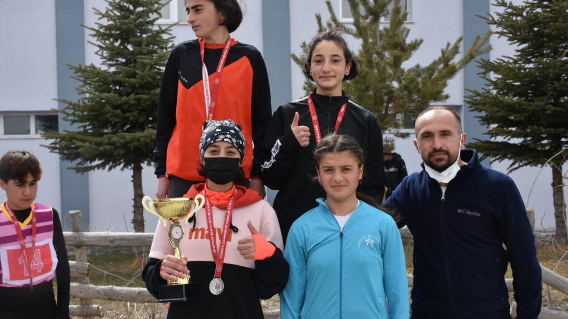 Öğrencilerimizinde yer aldığı il kross takımı yarı finale çıktı.
